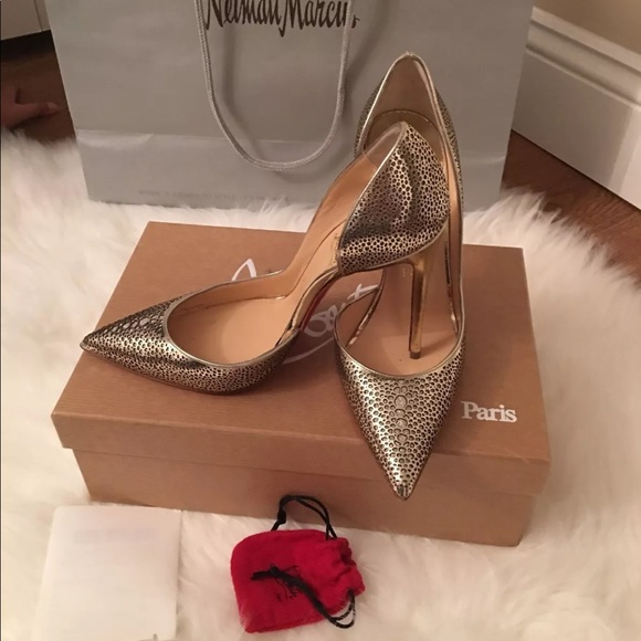 0a9c1ad7ee6 100% authentic gold louboutins! Size 36.5.